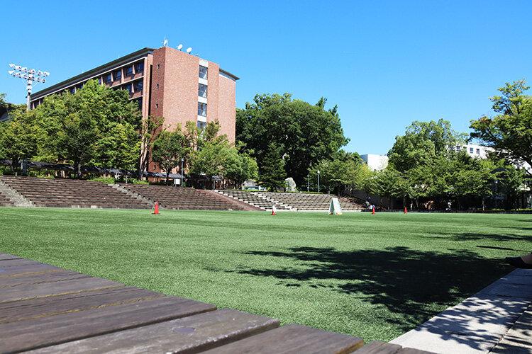 夏のキャンパス風景